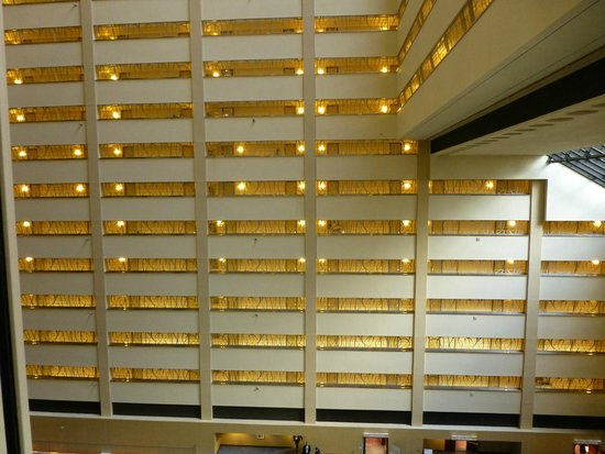 New York Marriott Marquis: Internal Hotel corridors overlooking 8th Floor