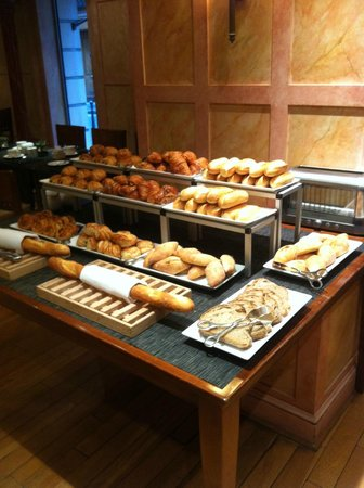 Melia Vendome - Paris: Breakfast - Breads area
