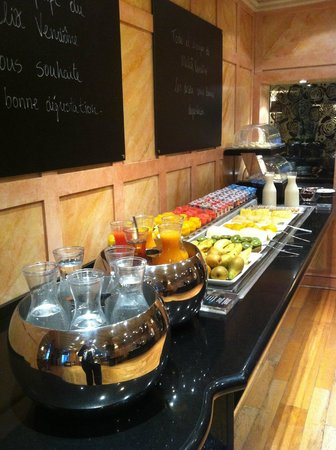 Melia Vendome - Paris: Breakfast - Fruits and Cheeses area