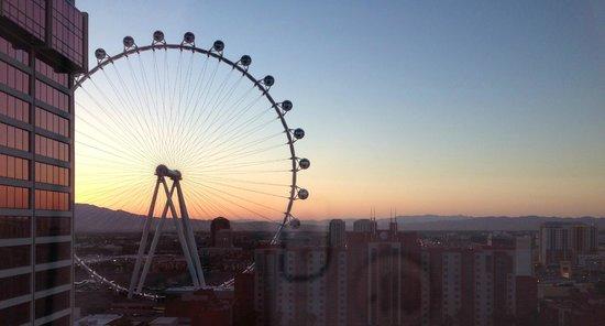 Flamingo Las Vegas Hotel & Casino: Sunrise view from Fab Deluxe room