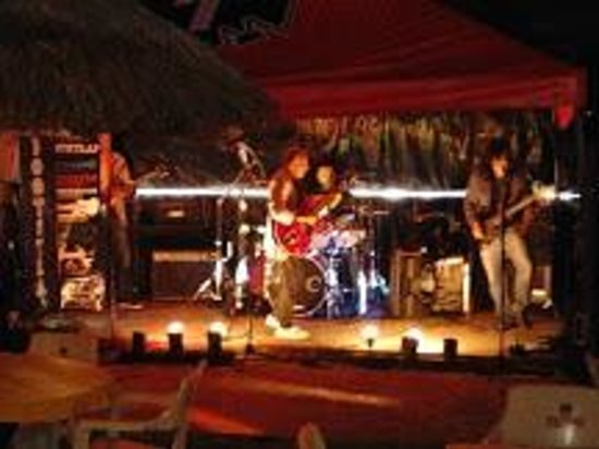 The Lighthouse Sports Bar & Restaurant: Live  Bands