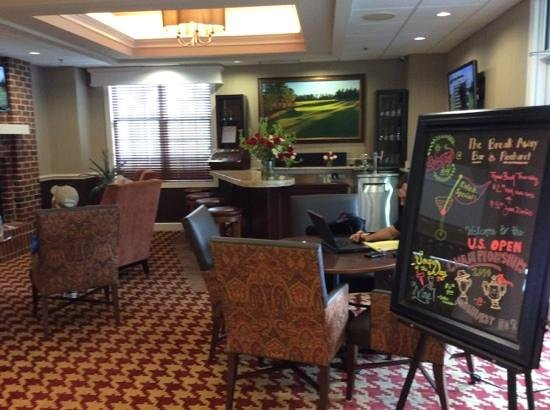 Homewood Suites by Hilton Olmsted Village (near Pinehurst) : bar