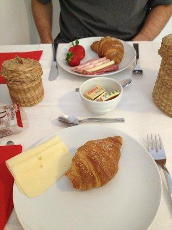 Relais Modern: Breakfast