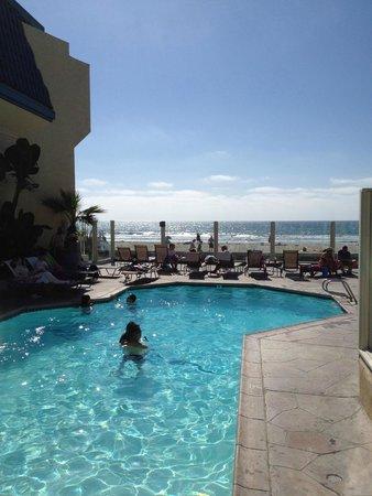 Blue Sea Beach Hotel: プールからビーチにも行くことができます。