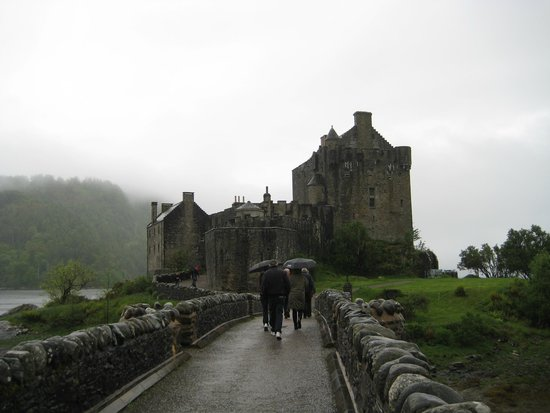 Eilean Donan Castle : Approaching the Castle