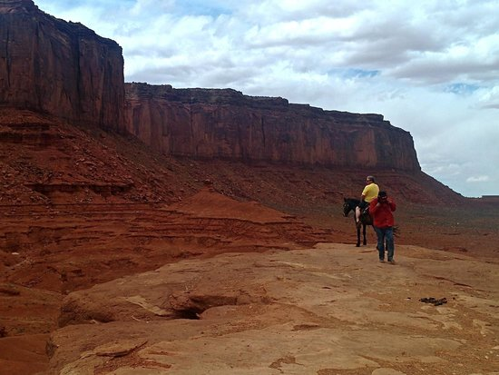 Navajo Spirit Tours - Day Tours: pay to get your picture taken on the horse