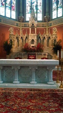 Cathédrale Saint-Jean-Baptiste : the altar