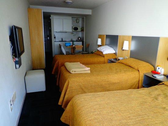 Punta Trouville Suites: Mini-cozinha no fundo.