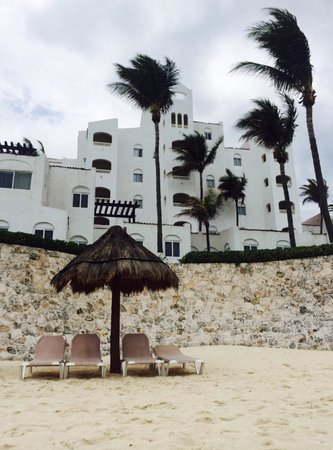 GR Caribe by Solaris : Hotel from the beach
