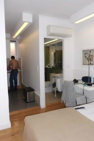 Hello Lisbon Santa Apolonia Apartments : quarto, banho e cozinha