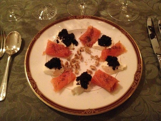 Birches Luxury Spa Chalets: Entrée - Smoked salmon with caviar, sour cream, crushed walnuts and poppy seed