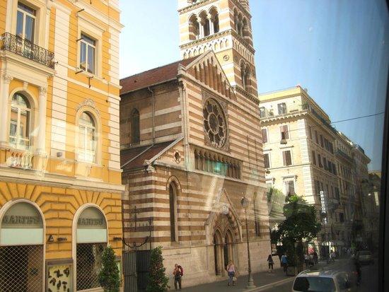 La Griffe Roma - MGallery Collection: Igreja Anglicana ao lado do Hotel