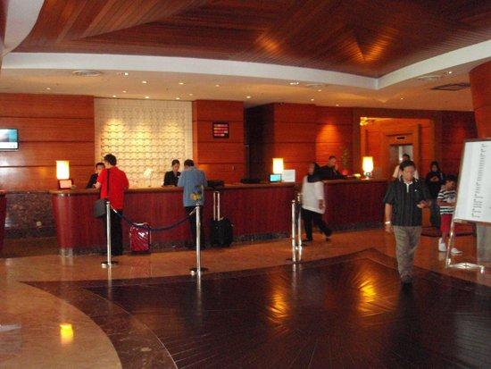 Le Meridien Kota Kinabalu: フロント