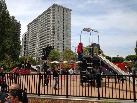 Hyatt Regency San Francisco : Playground next door to hotel