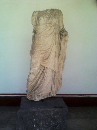 Pedro Coronel Museum (Museo de Pedro Coronel): Figura Feminina Acéfala Vestida - Grécia - s. II A.C