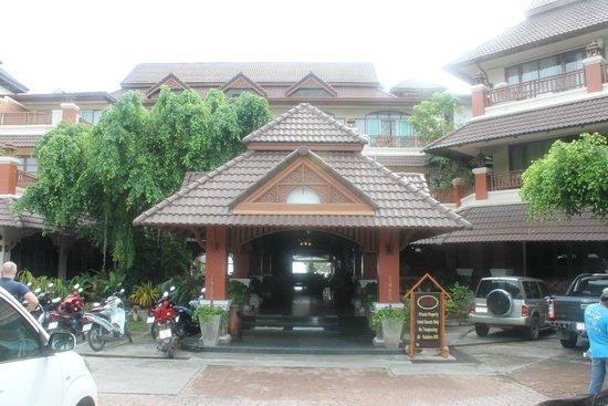 Aloha Resort : Вход в отель