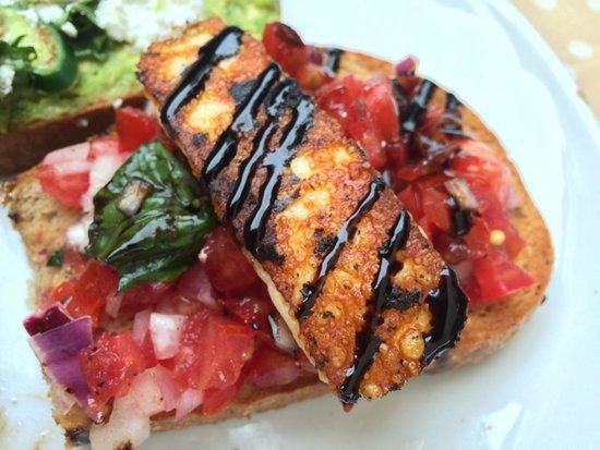 10 Hastings Street Cafe: Tomato & halloumi brushetta