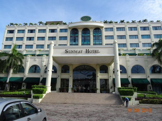 Sunway Hotel Phnom Penh: Hotel front