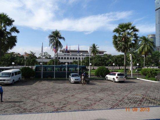 Sunway Hotel Phnom Penh: US embassy opposite.
