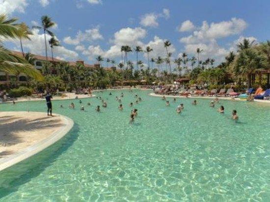 Now Larimar Punta Cana: anim dans l 'eau