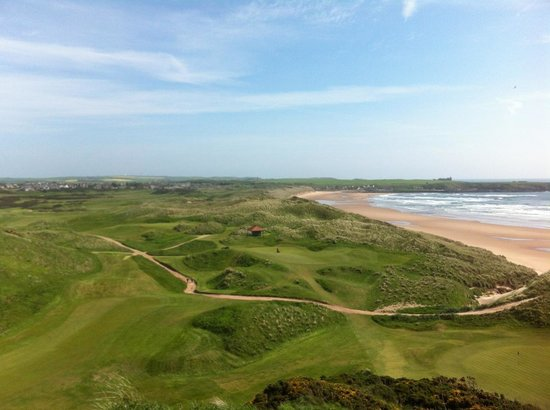 Cruden Bay Golf Club: 9th tee view of the course, town and castle