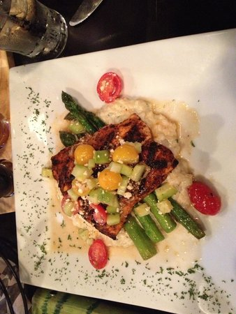 Valparaiso, IN : Blackened salmon