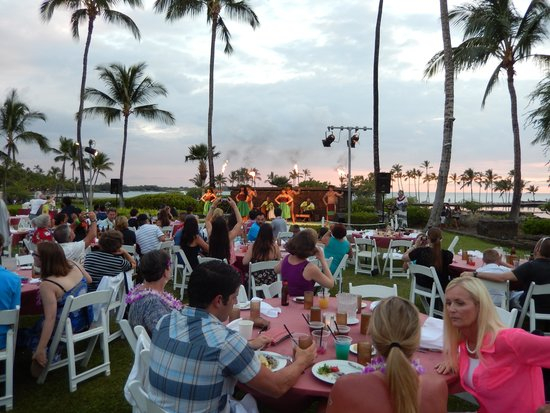 Sunset Luau at the Waikoloa Beach Marriott: luau