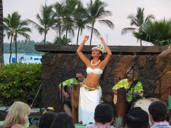 Sunset Luau at the Waikoloa Beach Marriott : Worth watching
