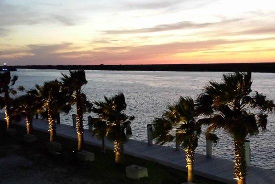 Steve's Landing Restaurant : Sunset