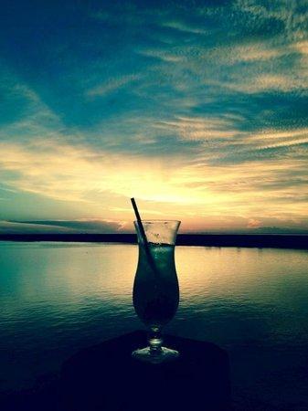 Steve's Landing Restaurant : Drink by the Sunset