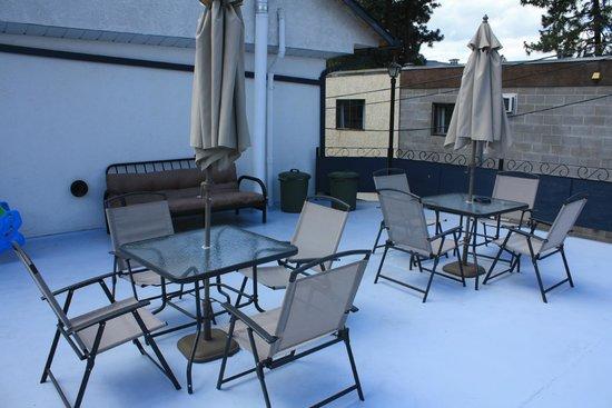 Sunny Beach Motel: Back Patio