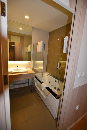 Hollywood Hotel Sarajevo : バスルーム