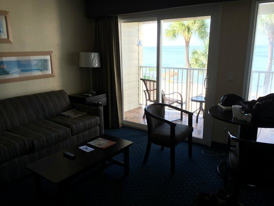 Sailport Waterfront Suites: Living room and balcony