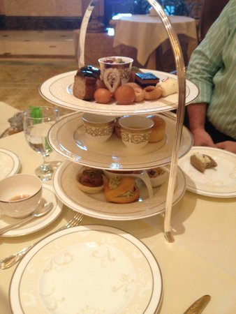 Emirates Palace Hotel: High Tea