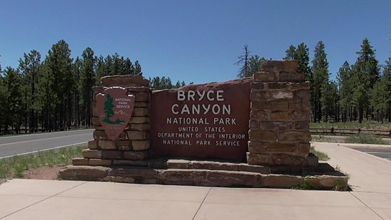 Duck Creek Village Inn: Bryce and Zion Canyons ~ an hours drive away