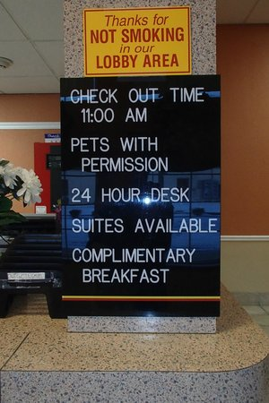 Americas Best Value Inn: Complimentary breakfast advertised, but not included.