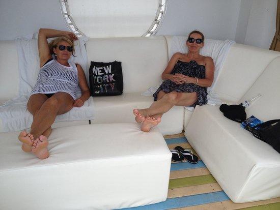 The Hotel: Cabana Chillax