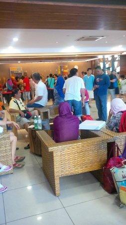 Gold Coast Morib International Resort: Lobby Check In - No proper waiting area / sofa