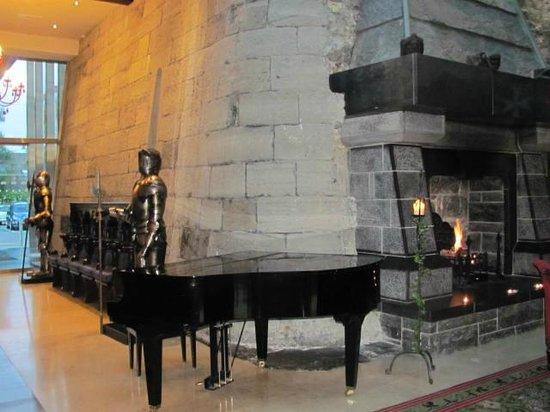 Clontarf Castle Hotel: The Lobby