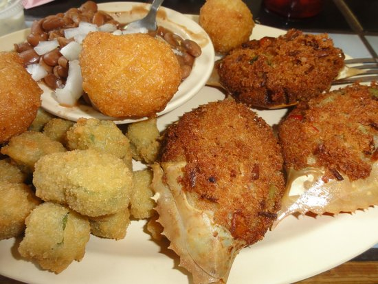 Genny's Restaurant : Crab cakes in the shell with hush puppies and fried okra