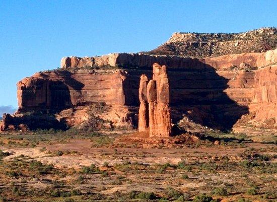 Canyonlands Ballooning : Rock spires