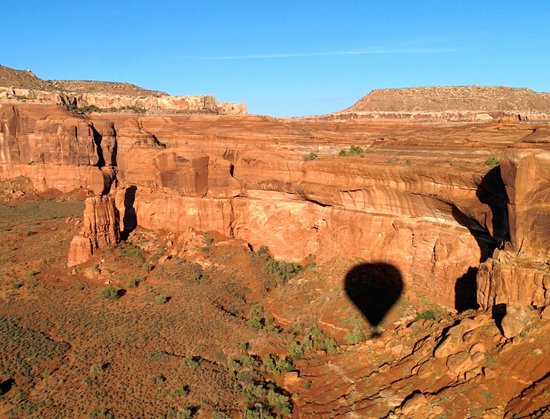 Canyonlands Ballooning : shadow on the wall