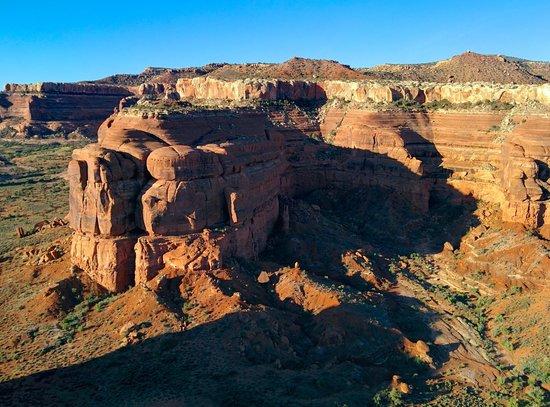Canyonlands Ballooning : massive mesas