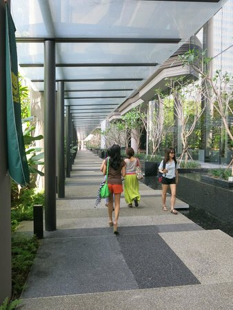 PARKROYAL on Pickering: Outside the hotel