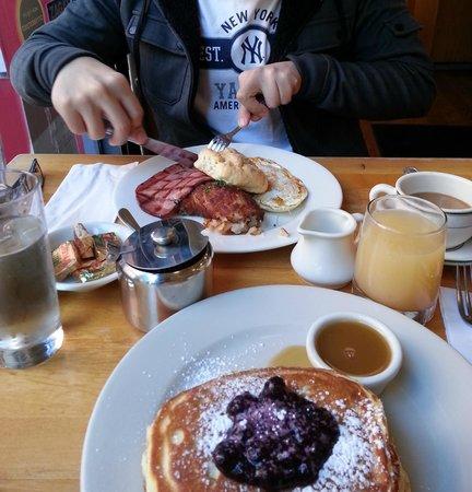 Clinton St. Baking Company & Restaurant : good pancakes!