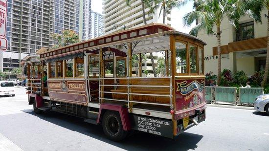 Hilton Waikiki Beach: Pink Trolley