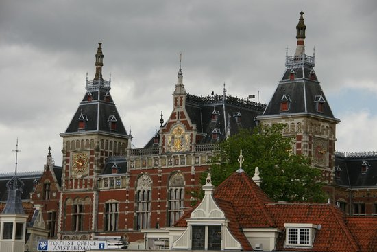 NH Collection Amsterdam Barbizon Palace: View from in front of Hotel