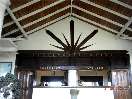 Closenberg Hotel: Entrance to the Hotel, reception area