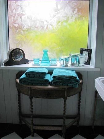 The Cairn Bay Lodge: Our bathroom