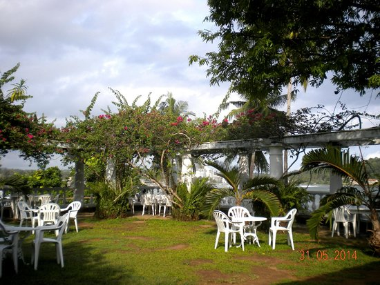 Closenberg Hotel: Garden looking out to the sea